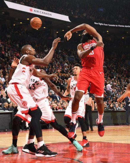 El escolta James Harden encestó 35 puntos como líder del ataque de los Rockets.