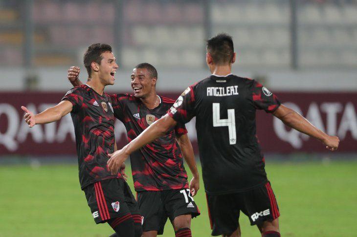 River Plate rescata un punto en Lima en inicio de su defensa del título