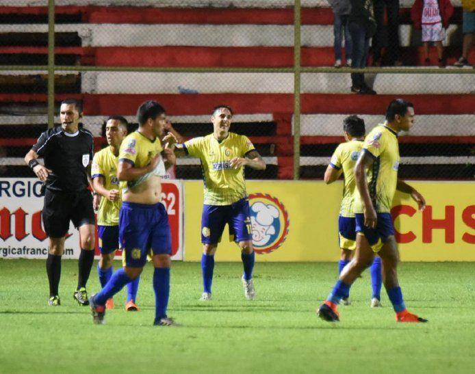 Guido Di Vanni celebra el gol marcado ante San Lorenzo.