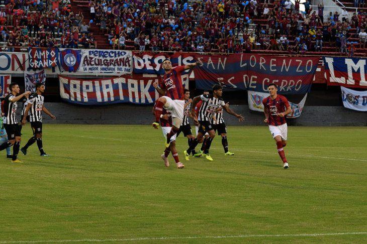 Marcos Acosta festeja su gol ante Santaní.