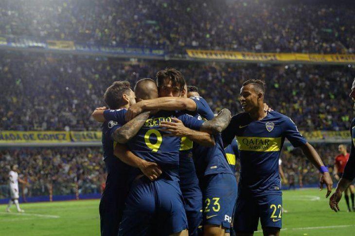 Jugadores celebran el gol marcado al Tolima.