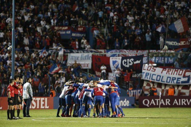 Jugadores de Nacional celebran la victoria ante AtléticoMineiro.