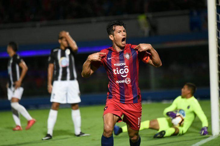 Nelson Haedo Valdez festeja su primer gol ante Zamora.