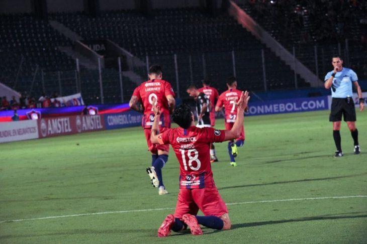 Nelson Haedo festeja su gol.