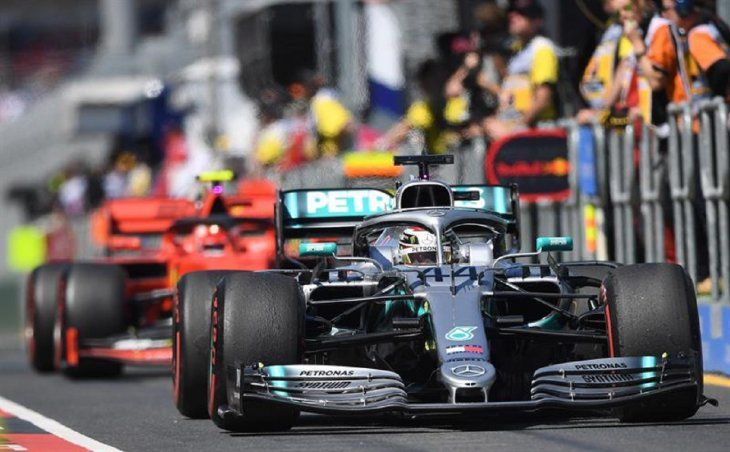Hamilton participa en la primera práctica antes del Gran Premio de Fórmula Uno Australia.