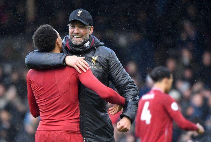Un penal transformado por James Milner pone líder al Liverpool