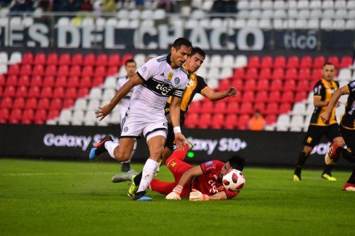 Roque reacciona durante el partido contra Guaraní.