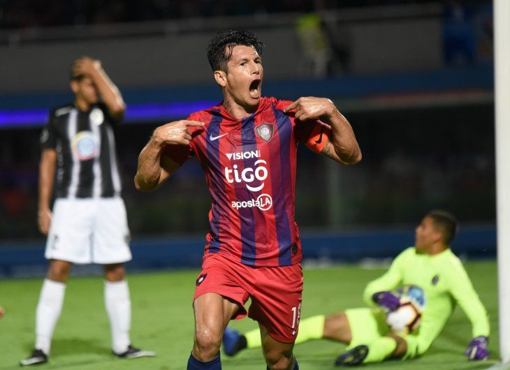 CAPITÁN. Nelson Haedo Valdez gritando a boca llena su gol ante el Zamora de Venezuela.