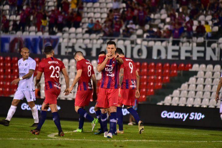 Diego Churín tuvo un gesto de grandes con los jugadores de Sol de América.