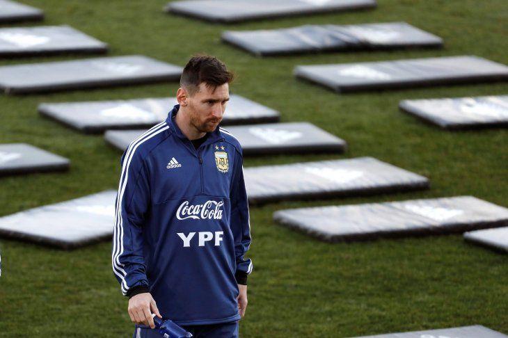 Kannemann: Jugadores como Messi a veces tienen demasiada presión encima