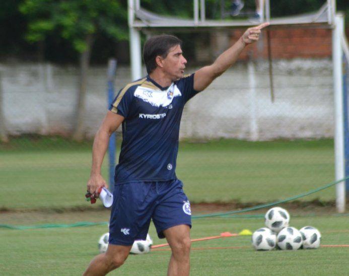 Sanguinetti durante el entrenamiento del equipo azul.