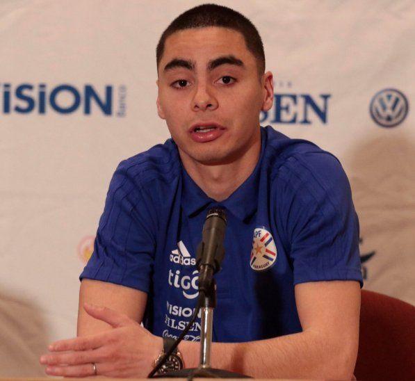 Miguel Almirón en conferencia de prensa.