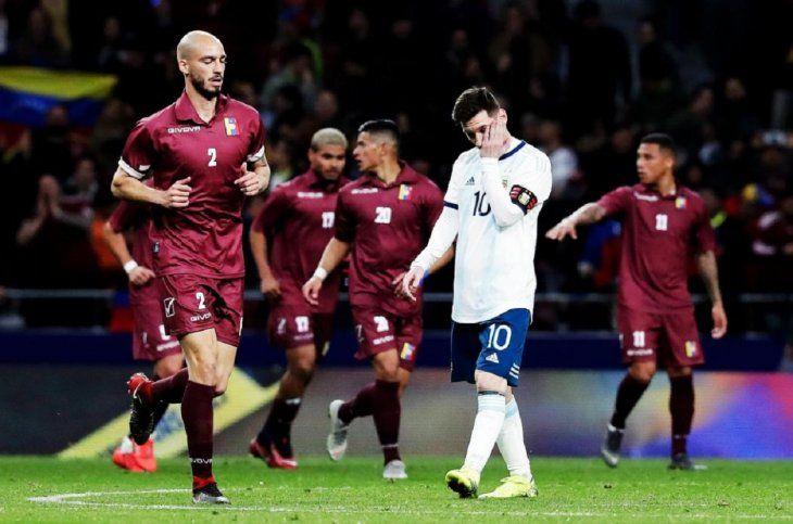 Venezuela logró un gran triunfo ante Argentina en el regreso de Lionel Messi.