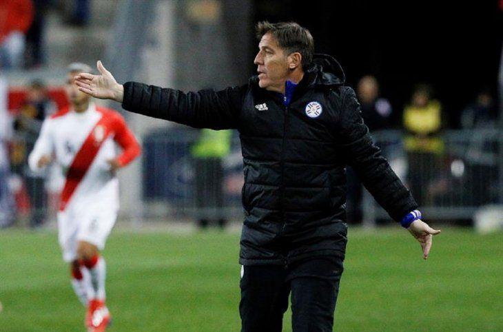 EduardoBerizzo reacciona durante un partido amistoso internacional.