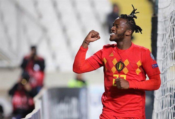 Michy Batshuayi celebra el gol marcado ante Chipre.