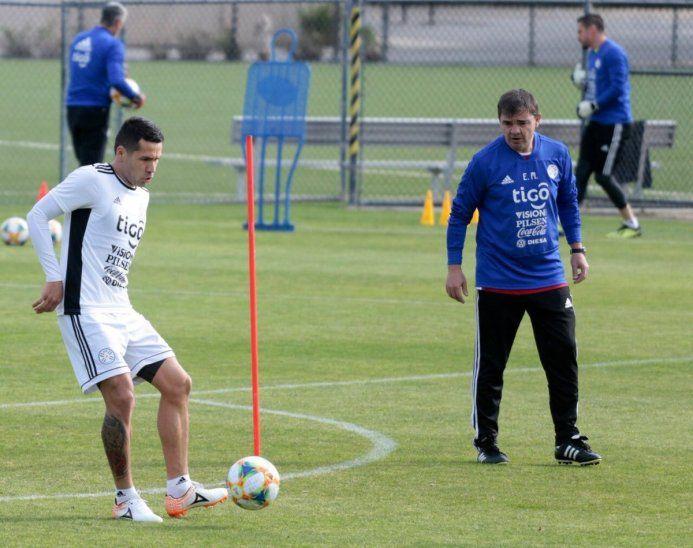 Celso Ortiz durante un entrenamiento de la Selección.
