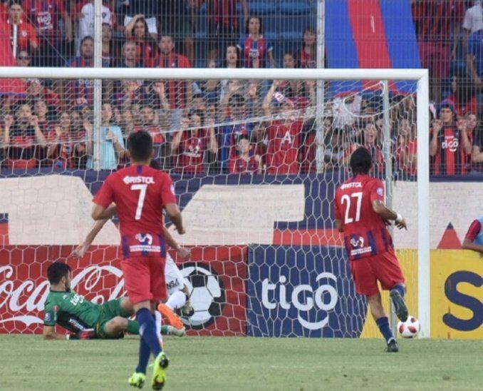 Cerro Porteño goleó a Guaraní y presiona al líder.