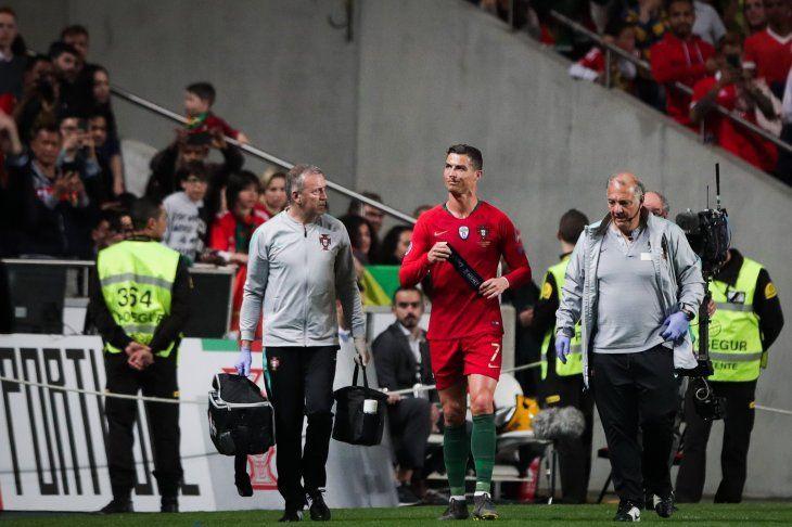 Cristiano Ronaldo se retiró lesionado este lunes.