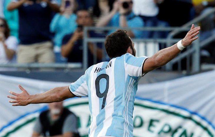 Gonzalo Higuaín anunció su retiro de la Albiceleste.