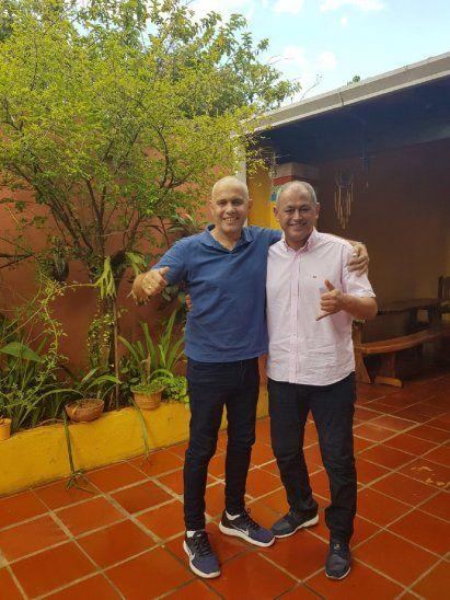 Víctor Genes con su amigo Francisco Arce.