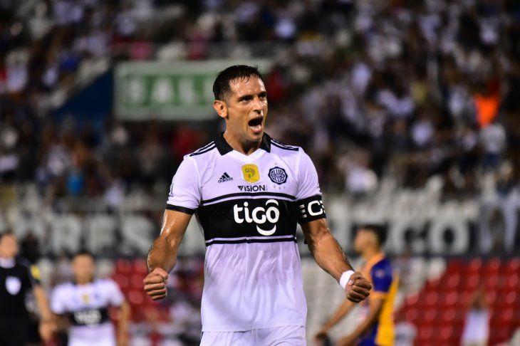Roque Santa Cruz espera que el juego ante Sporting Cristal sea un partido abierto.