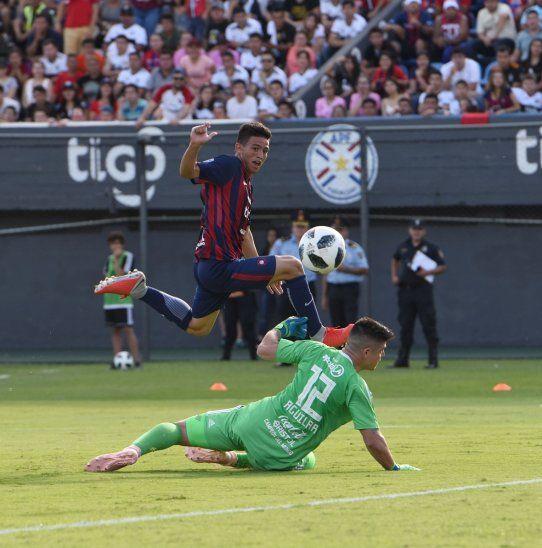JOVEN. Fernando Ovelar se convirtió en el jugador más joven (14 años y 9 meses) en convertir un gol en los clásicos entre Olimpia y Cerro Porteño.