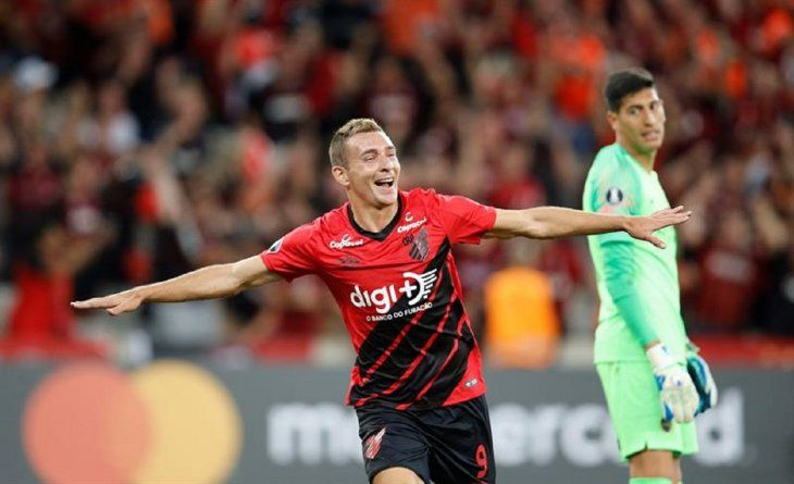 Marco Ruben celebra el gol marcado ante Boca.