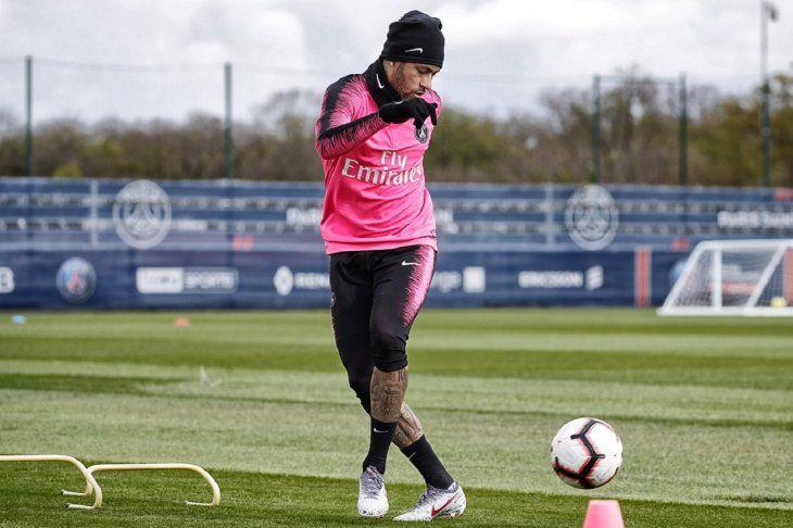 Neymar durante un entrenamiento del PSG.
