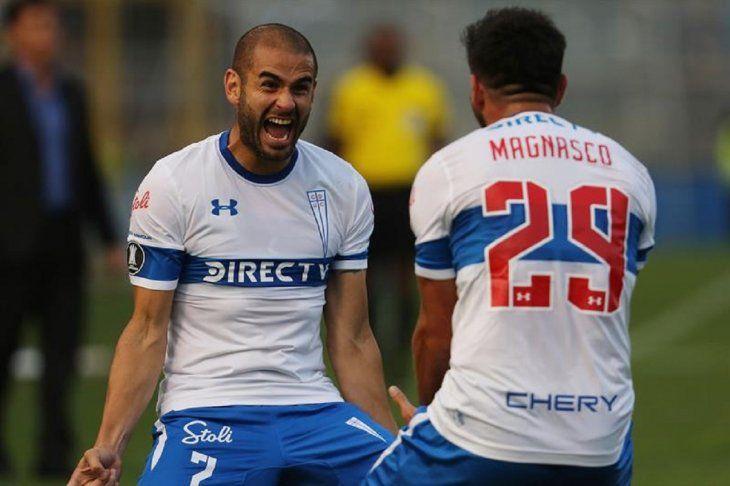 Jugadores de Católica celebran un gol marcado ante Gremio.