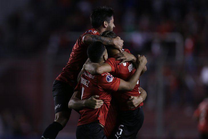 Independiente goleó en casa al Binacional.