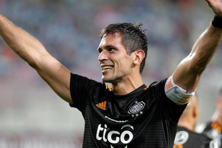 Roque Santa Cruz celebra el gol marcado ante Cristal.