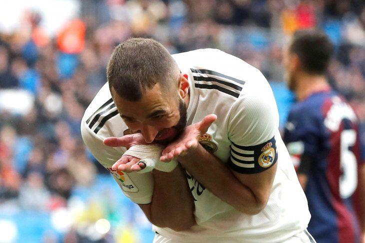 Karim Benzema celebra uno de sus goles.