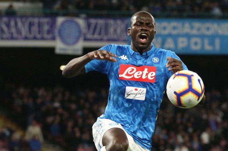 Napoli no pudo de local ante el Genoa.