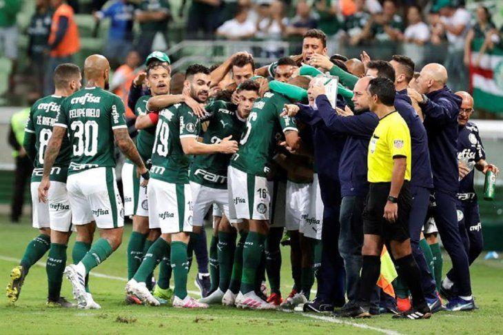 Jugadores del Palmeiras celebran el gol marcado ante Junior.
