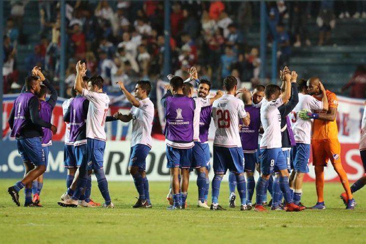 Jugadores de Nacional celebran el triunfo frente al Zamora.