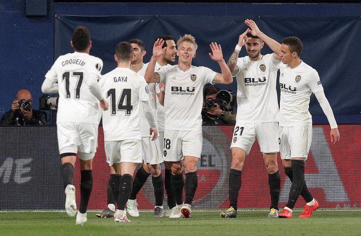 Valencia logró una importante ventaja ante Villarreal.
