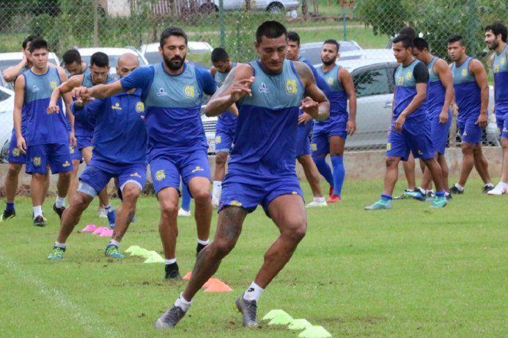 Jorge Paredes encabeza el entrenamiento del equipo.