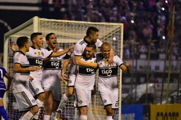 Olimpia no falló y sigue en la senda del triunfo para liderar el Apertura.