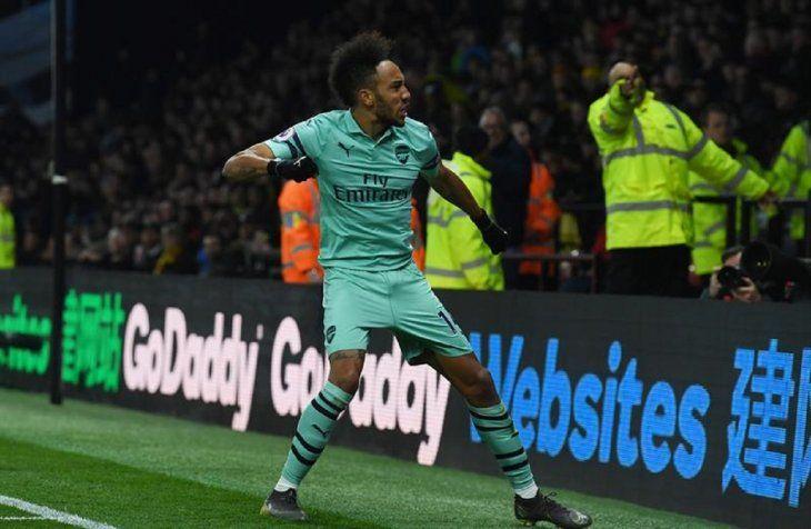 Pierre-Emerick Aubameyang delArsenalcelebra luego de anotar un gol.