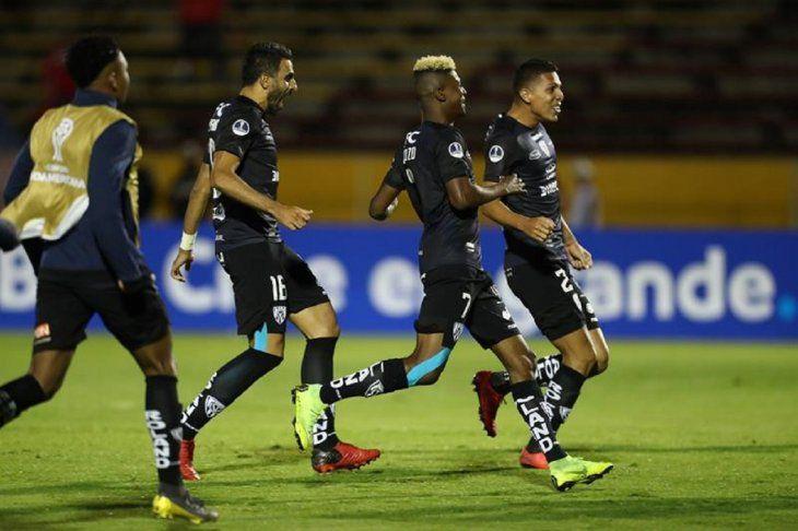 Jugadores de Independiente del Valle celebran la clasificación ante Unión.