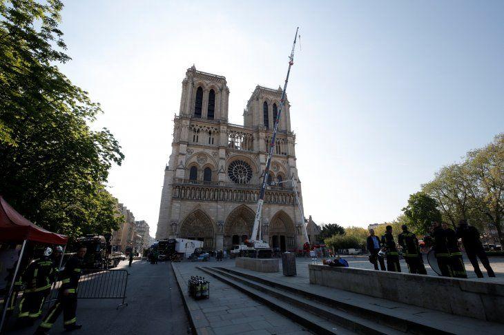 Notre Dame quedó destruida tras un voraz incendio.