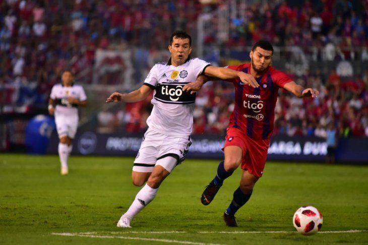 Cerro y Olimpia disputan una nueva edición del superclásico.