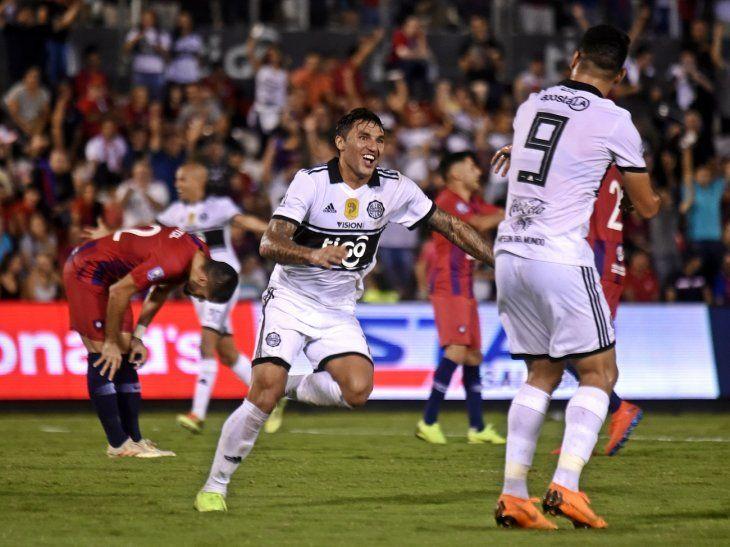 Tabaré Viudez festeja su golazo ante Cerro.