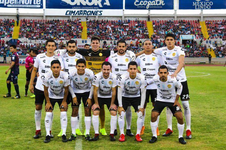PARAGUAYO. Cristian Baéz (arriba en el centro