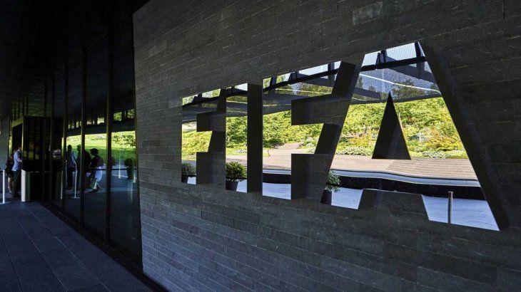 FIFA suspende de por vida a ocho futbolistas por manipulación de partidos