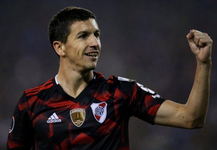 Nacho Fernández celebra el segundo gol de River Plate.