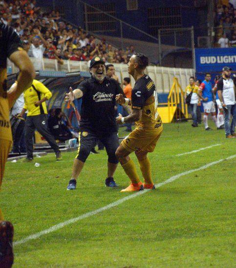 Los Dorados de Cristian Báez vencen 3-1 a los Mineros y se acercan a la final