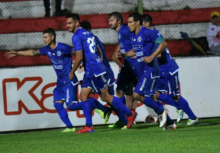 Sol de América venció a San Lorenzo en la Ciudad Universitaria.
