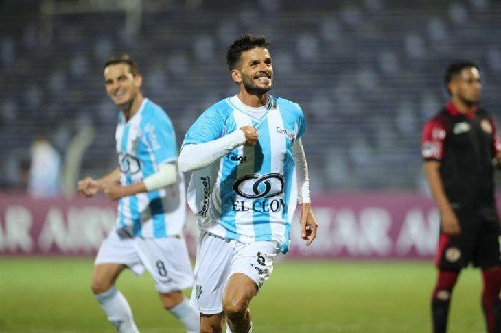Pellejero del Cerro de Uruguay celebra el gol ante el UTC Cajamarca.