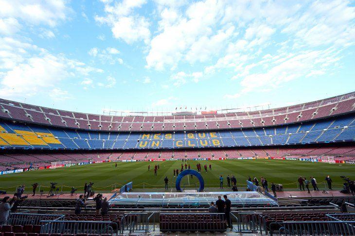 El Camp Nou aguarda por el gran partido.